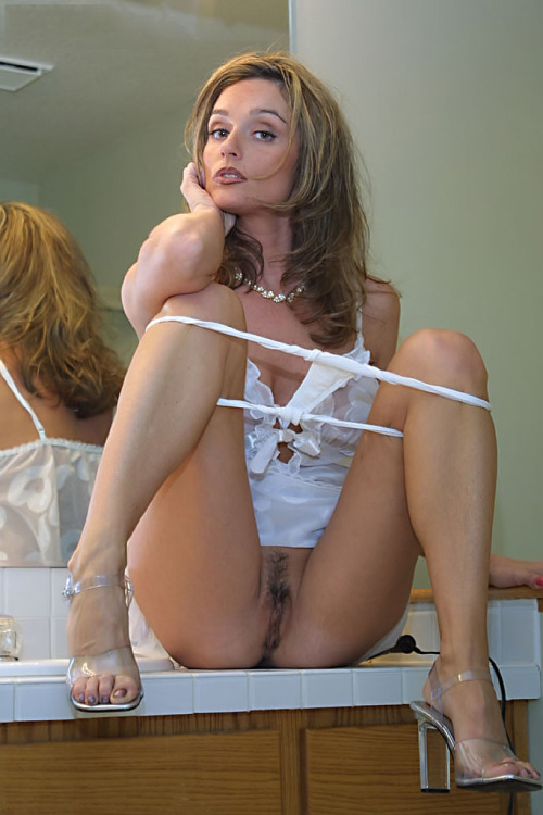 A gorgeous milf which likes anal and black ja 5